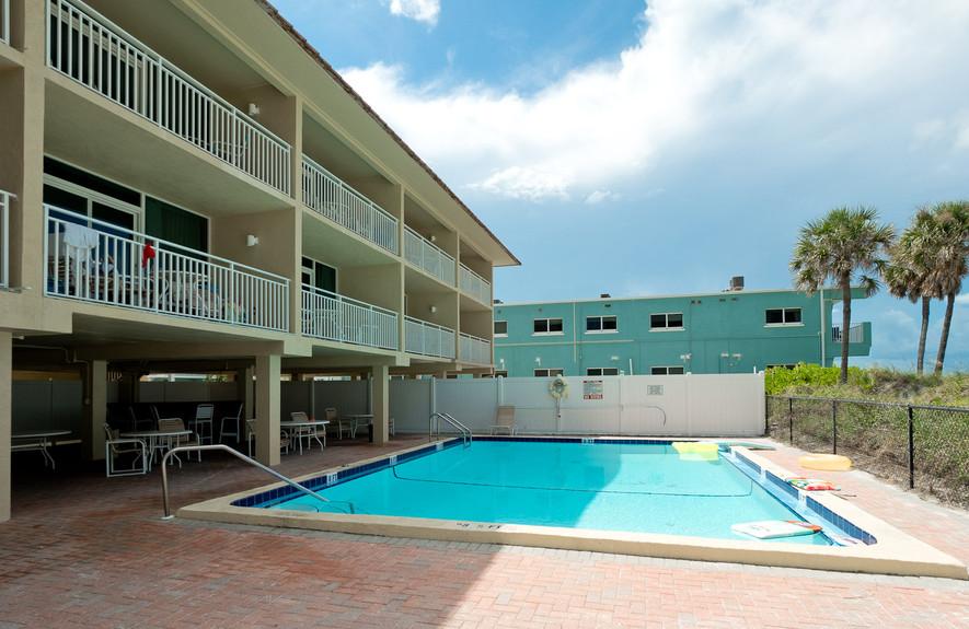 Room overlooking the pool