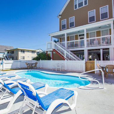 Welcome Spring and the Luxury of  a Heated Pool!