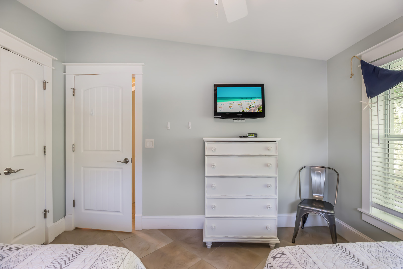 Bedroom 3 - Cable TV