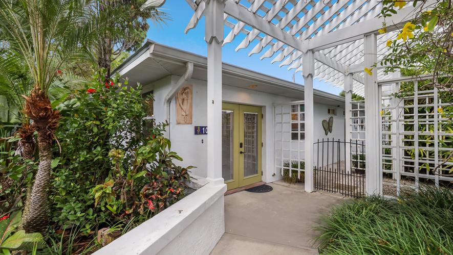 Entry to Palm Villa