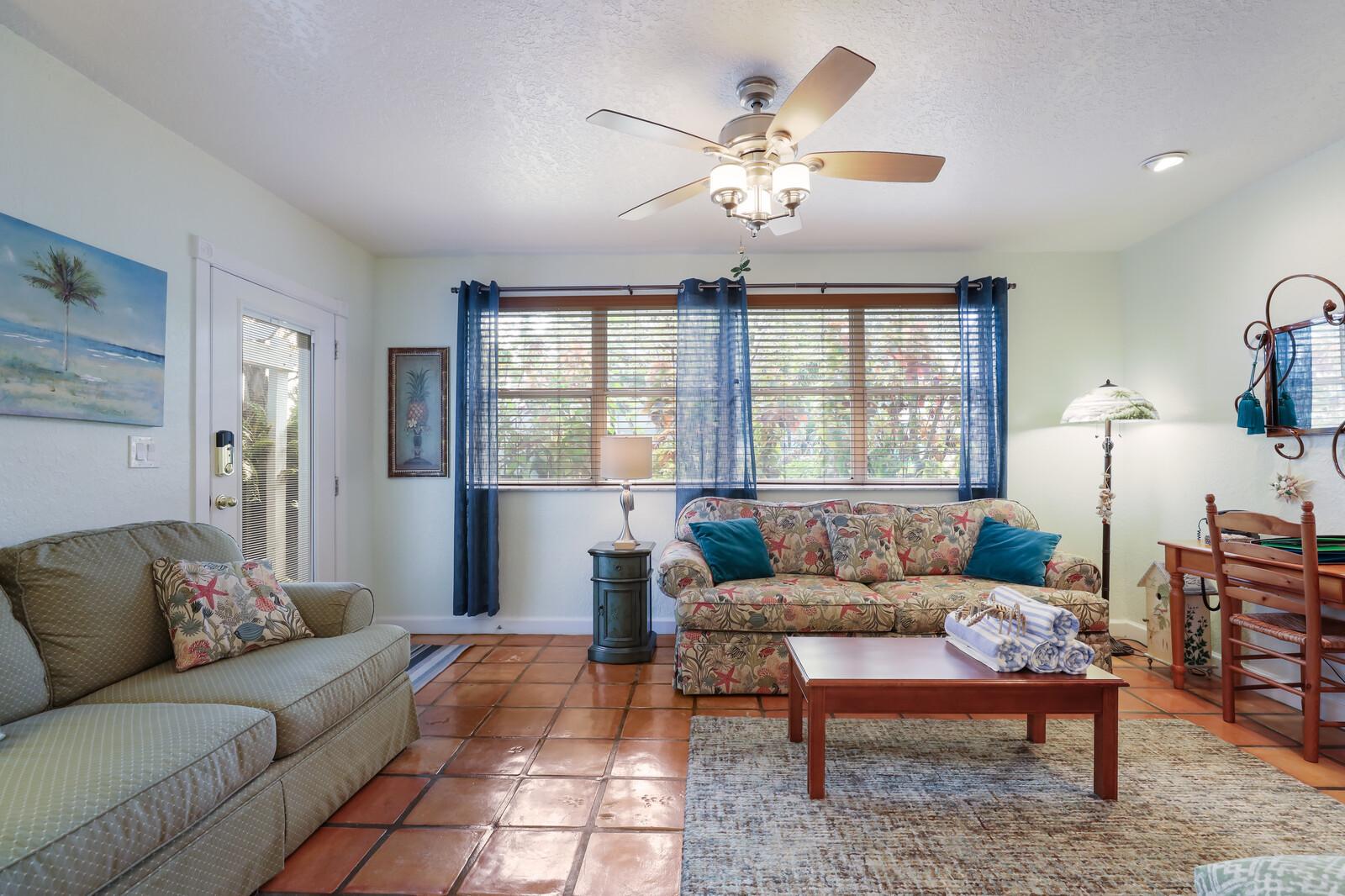 Hibiscus spacious living room