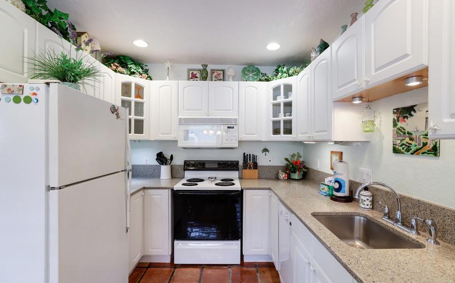 Hibiscus fully stocked kitchen