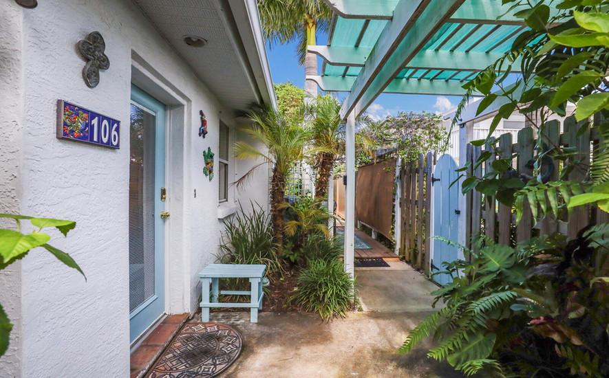 Hibiscus villa private back entrance