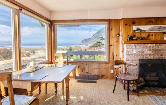 Eating Area At Oceanfront Edgewater Manzanita House
