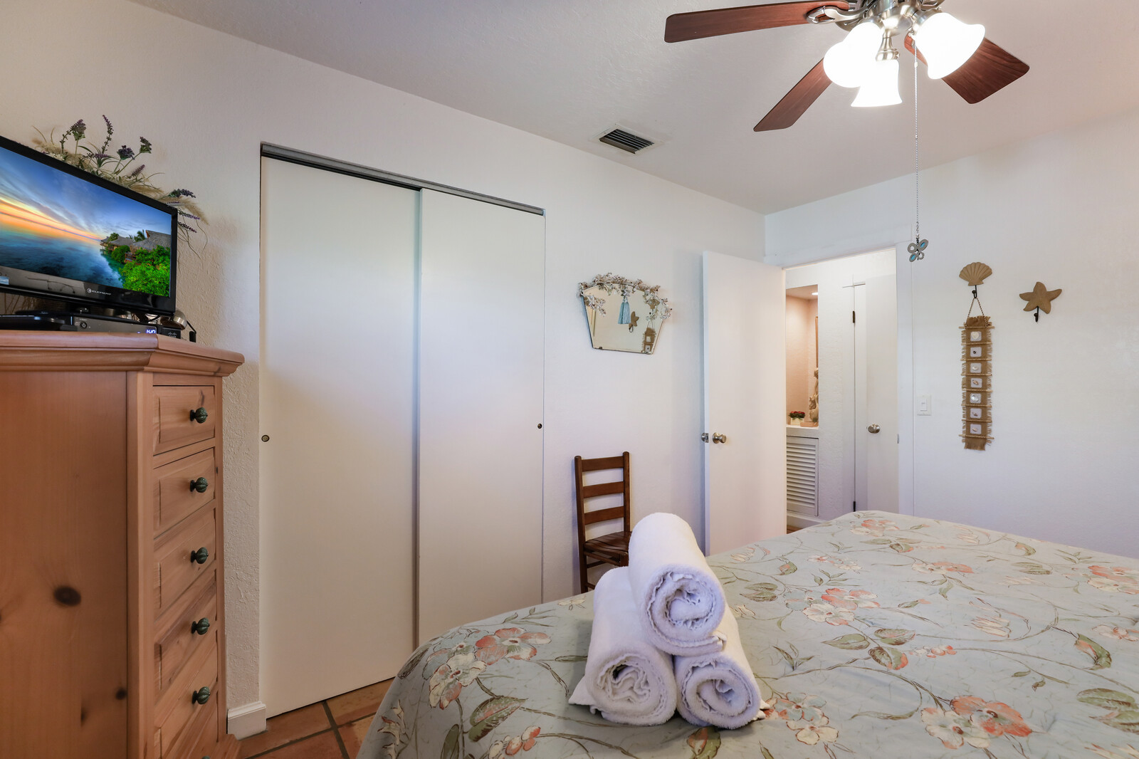 Frangipani Villa King bedroom with cable