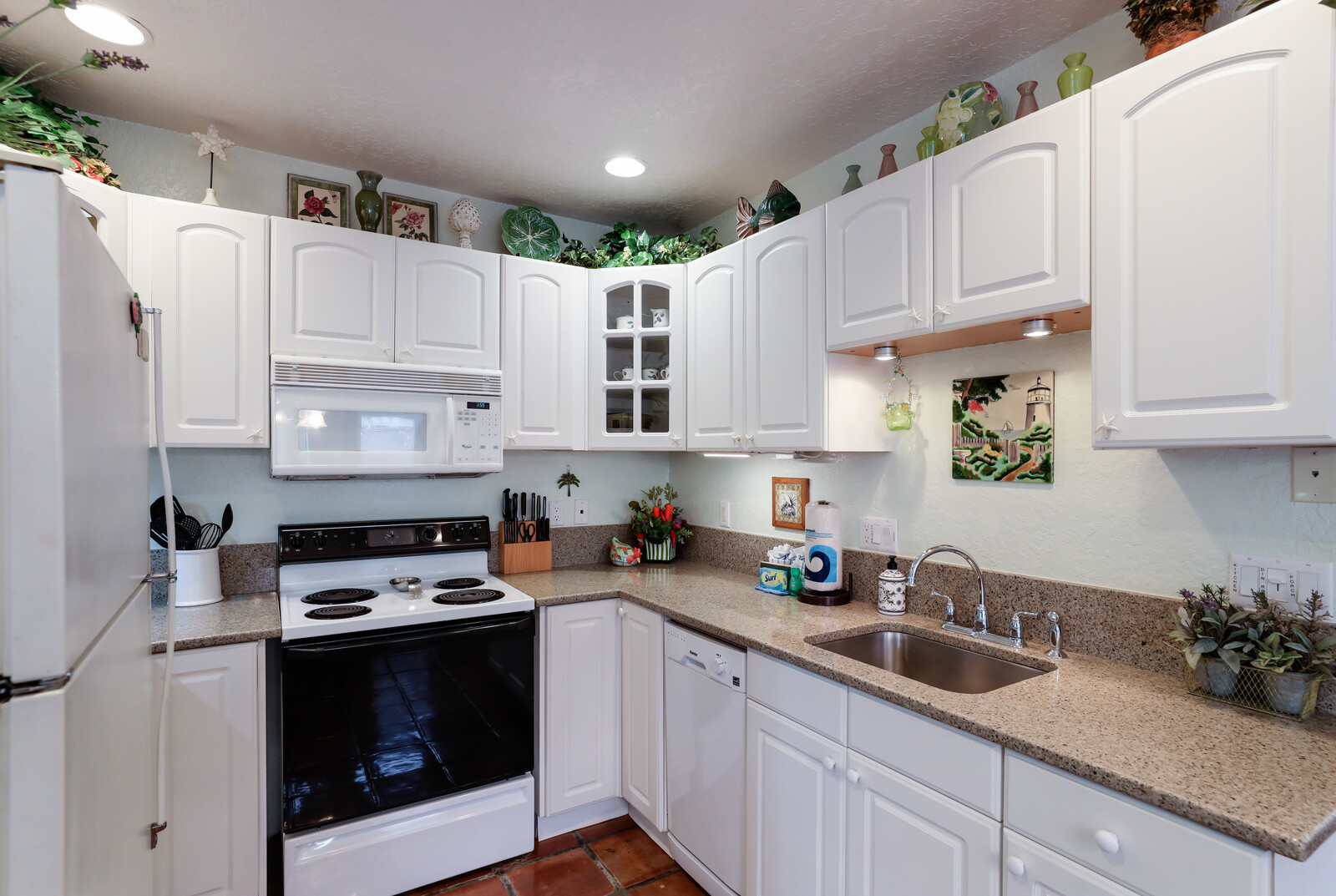 Hibiscus kitchen with dishwasher