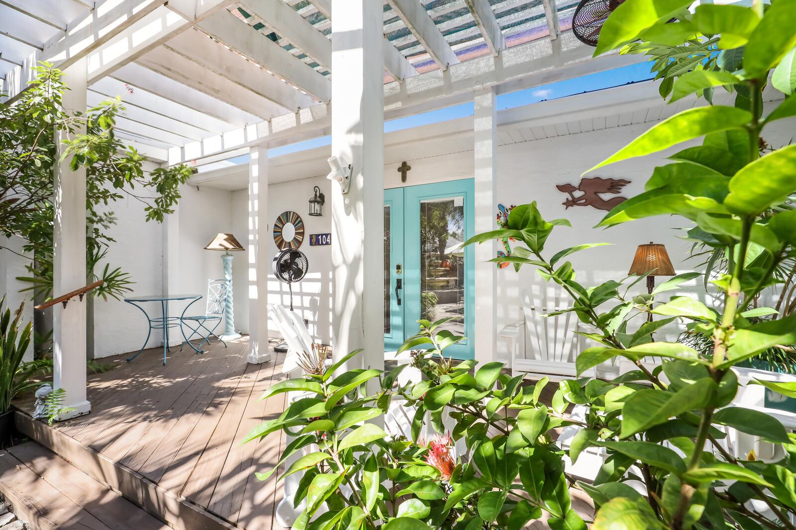 Frangipani Villa secluded front deck