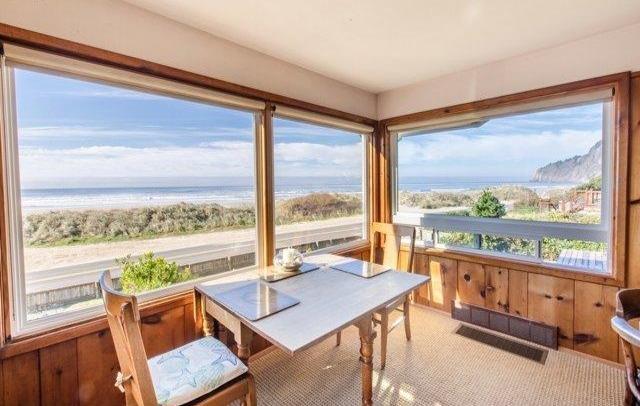 Dinning Area Oceanfront Edgewater Manzanita House