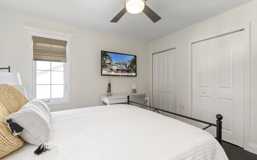 Fourth bedroom Queen bed
