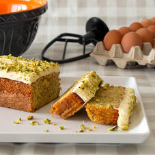 2lb Lime, Courgette and Pistachio Cake