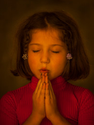Little Girl Prays