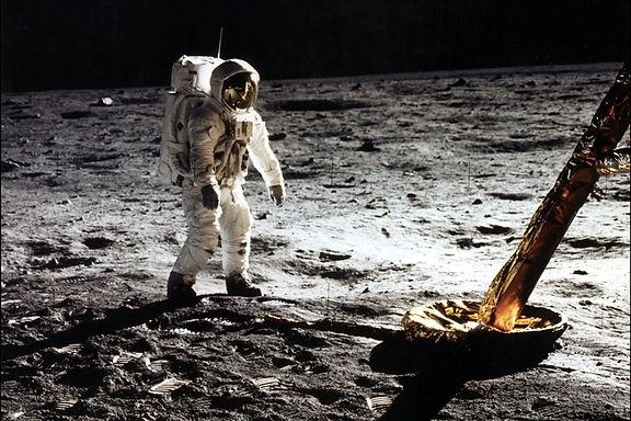 8. Premiers pas sur la lune.jpg