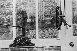 ClovellyGardens_Greenhouse window contro