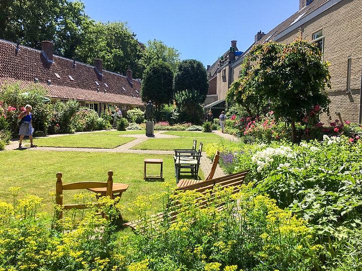 2芝の庭.jpg