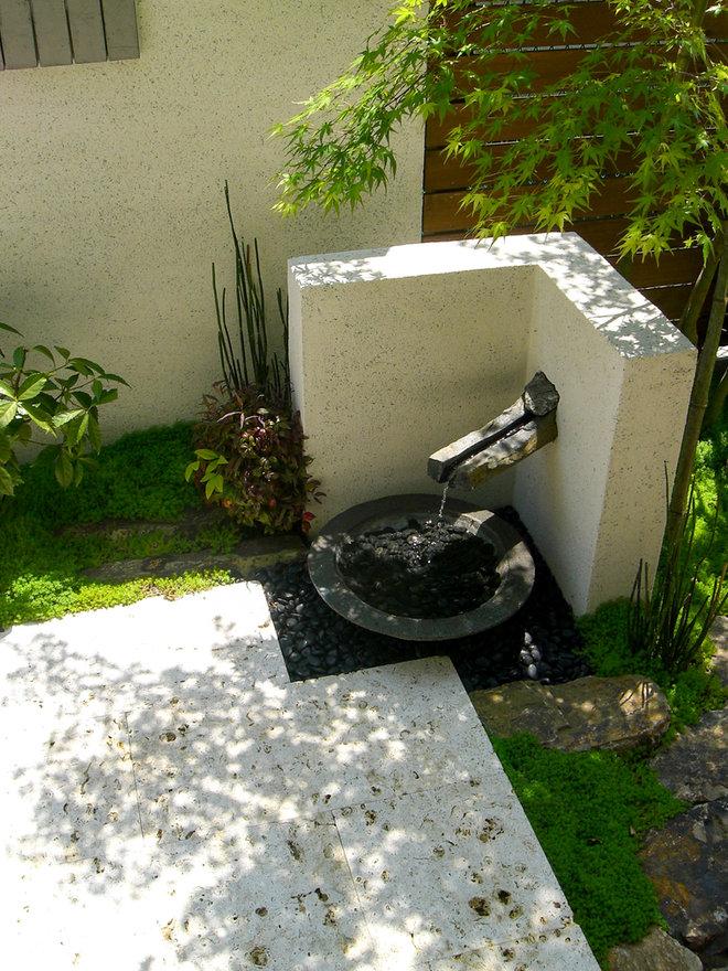 六方石を加工した水のオブジェ <習志野市 K様邸>