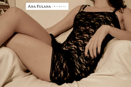 Ana Fulana Atelier camisola em renda preta