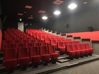 Installation d'une salle de cinéma à Pépieux