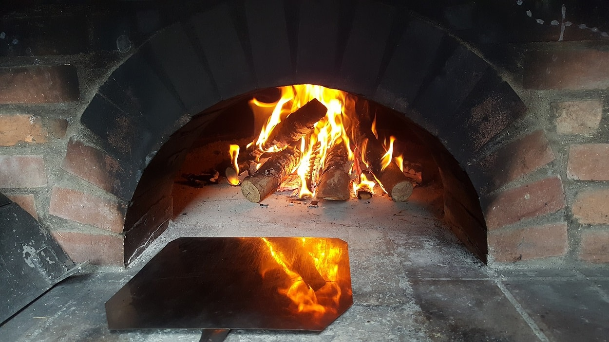 Broulee pizza oven