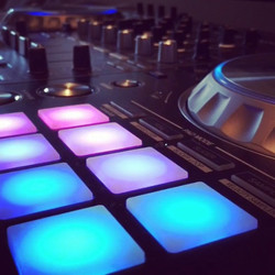 Love how my DJ controller gives me my ow