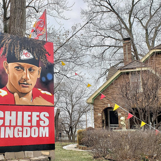 Mahomes in the front yard