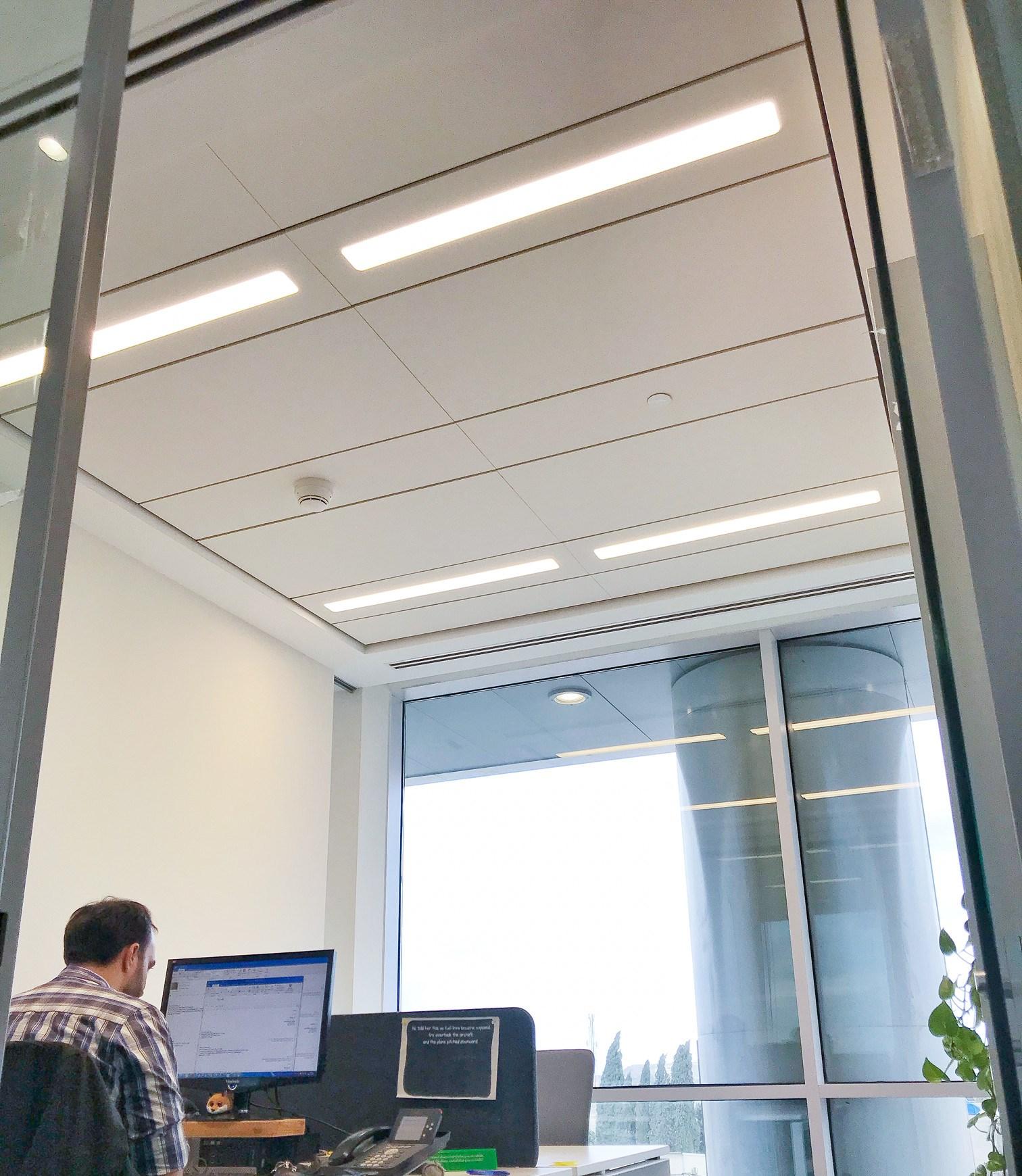 הקמת משרדים, התקנת תקרות אקוסטיות