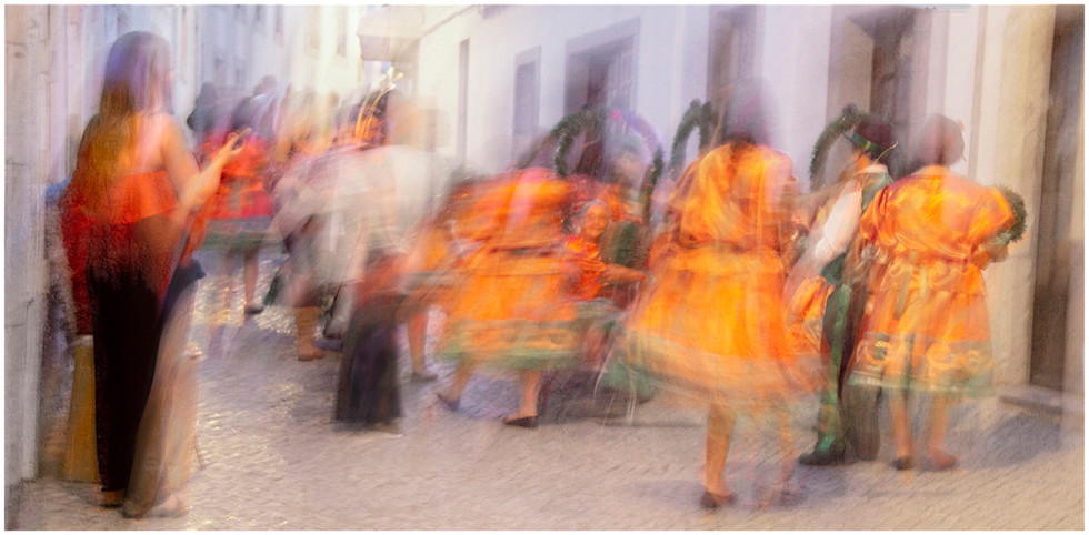 'Street Dancers in Lagos' by Malachy Connolly (11 marks)