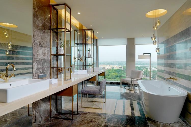 Pres Suite Bathroom.jpg