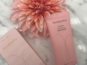 Gepflegte Pfötchen mit der Sandawha Camellia Moisturizing Hand Cream