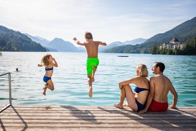 Kinder springen in den See (c)Fuschlseer