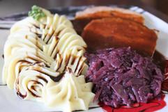 Hackbraten mit Rotkraut und Kartoffelsto