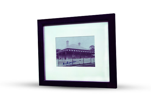 LOT 9 - Bradman hand signed birthplace photograph