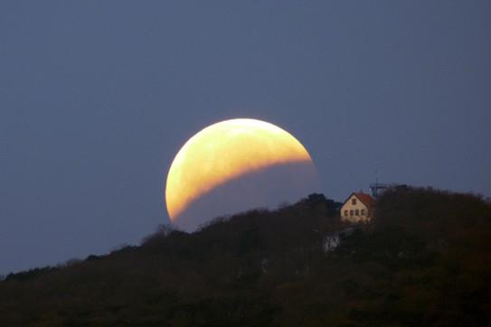 Aufgenommen von der Sternwarte Traiskirchen am 21. Jänner 2019 um 7 Uhr während einer Mondfinsternis.