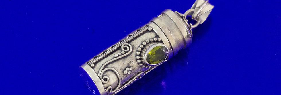 PPCOPOR26-0077 Colgante plata portacenizas de 26 mm con cristal de olivina