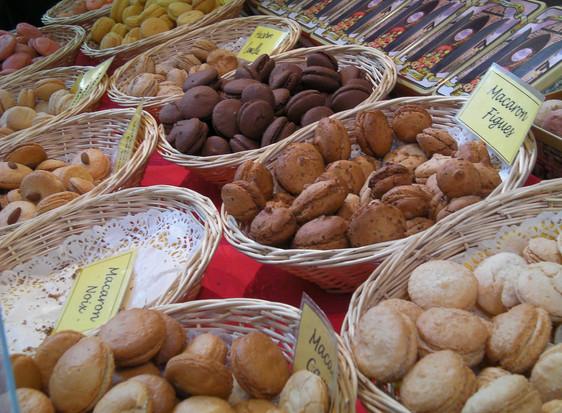 Macarons_marché_Sarlat.jpg