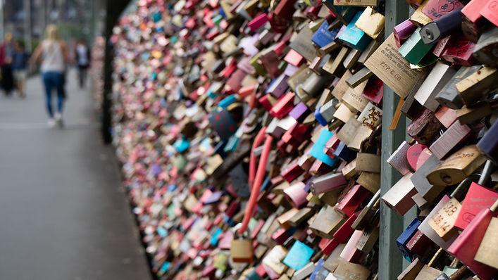 Liebes-Schlösser auf eine Brücke, Hintergrundbild
