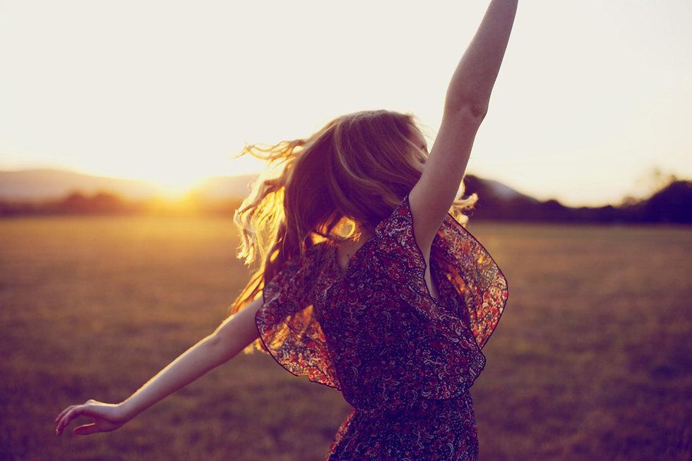 arms-up-women-outdoors-outdoors-sunlight