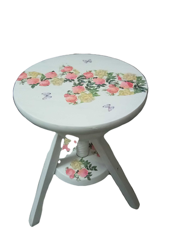Makeover%20of%20a%20stool%20with%20decou