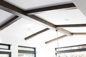Las vigas de madera son un claro ejemplo de belleza decorativa