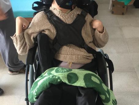 Mais uma cadeira de rodas tetra, customizada com adaptações entregue para o Lucas!