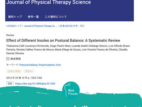 Artigo indica que palmilhas posturais melhoram a postura e o equilíbrio.
