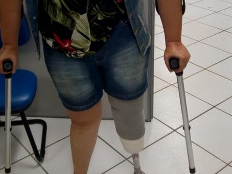 Ana recebendo sua prótese