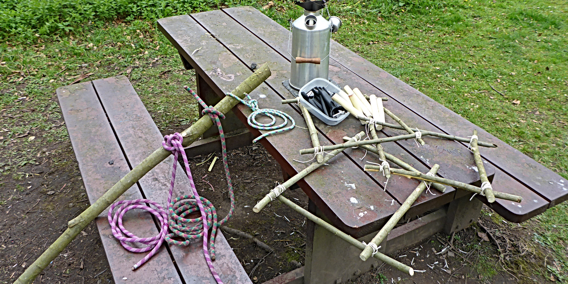 Cord, twigs, twine and a kettle