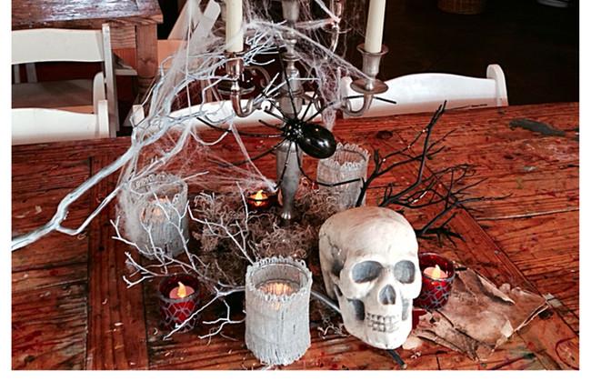 Halloween table 3-1.jpg