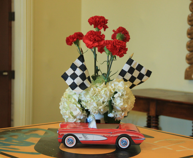 Car and Carnation Centerpiece 50s.JPG