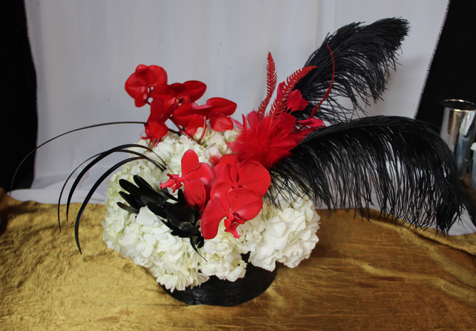Hollywood White and Red Flowers w Black