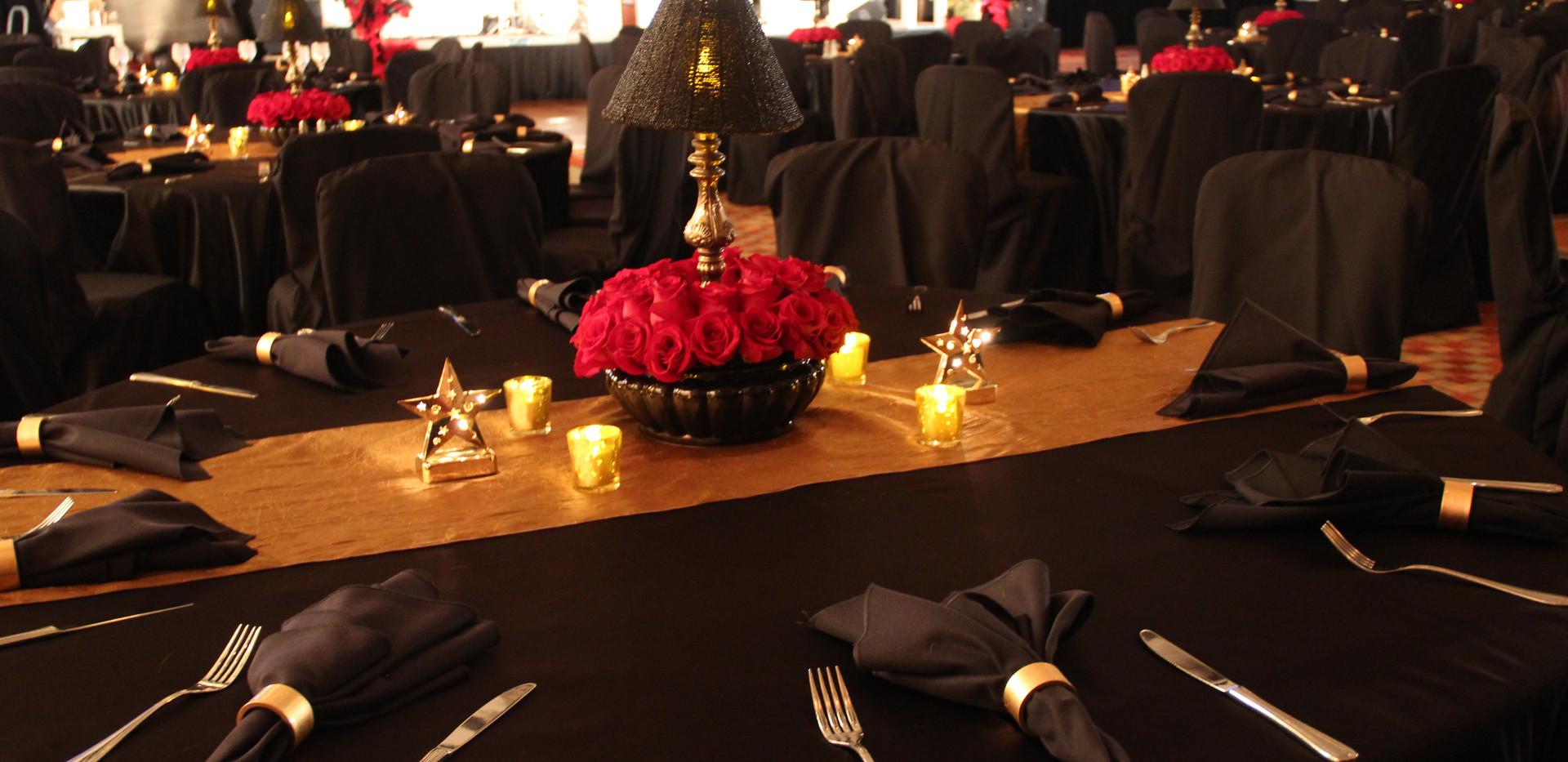 Cabaret lamp with full rose center.JPG