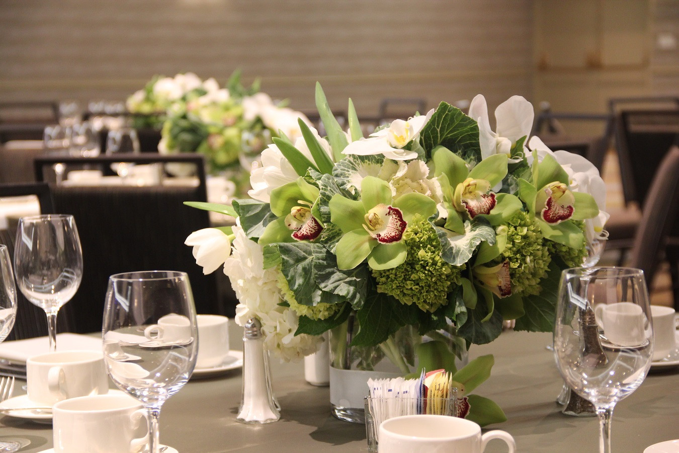 Elegant Green and White Mixed w Green Or