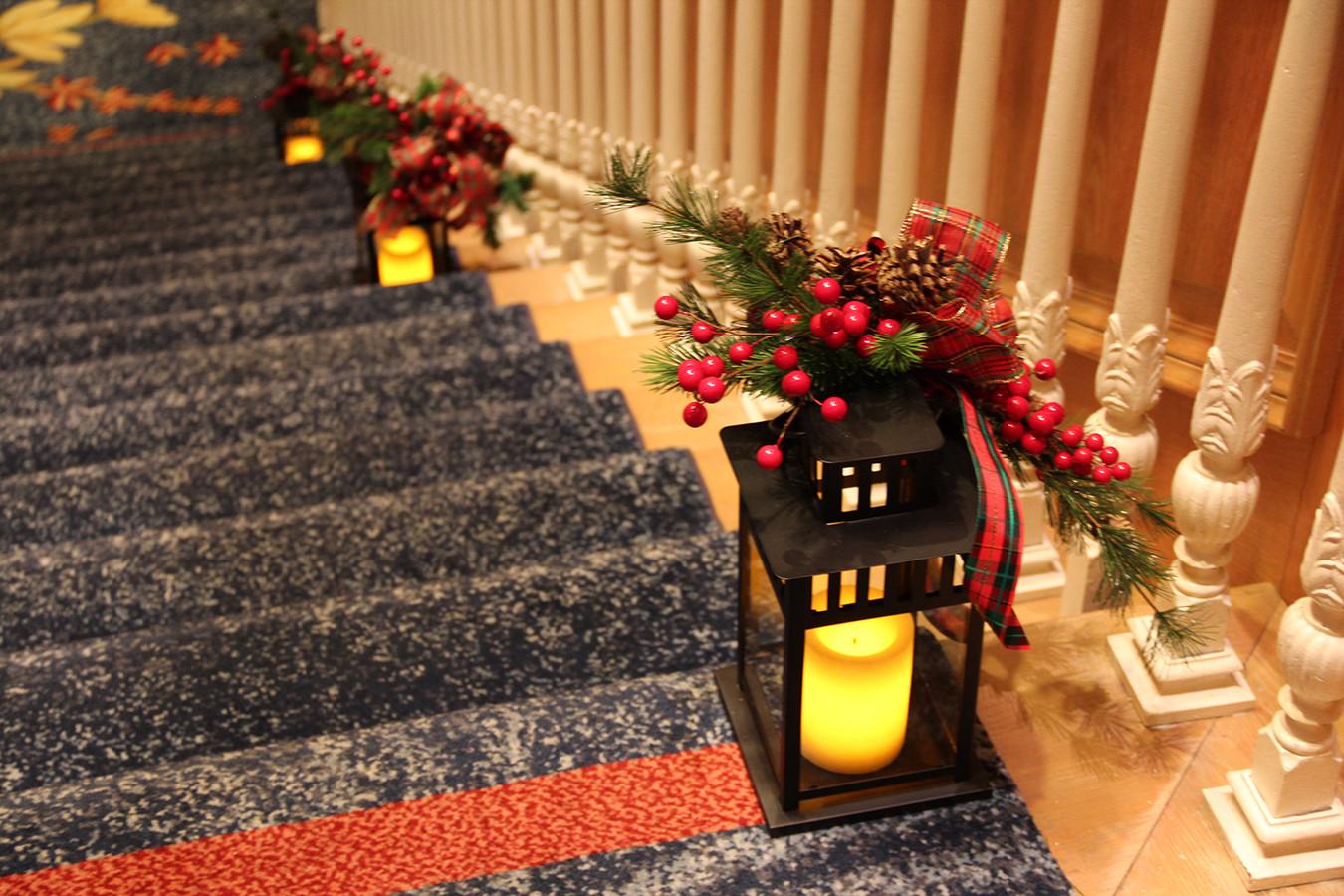 Lanterns w Berries.jpg
