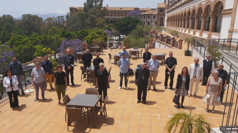 Mons. Catalá se reúne con una veintena de líderes cristianos para celebrar Pentecostés