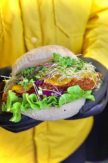 burger au poulet frit avec cheddar.jpg